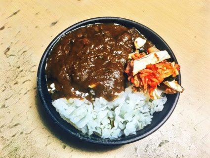 広島県呉市とびしま海道スパイシー牛すじカレー: 1 牛すじいっぱい、美肌効果。瀬戸内産レモンの酸味が効いてて美味しい